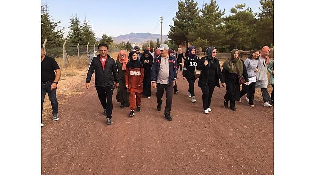Vali Meral Öğrencilerle Sabah Yürüyüşü Gerçekleştirdi