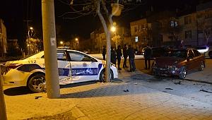 Karaman'da Otomobille Polis Aracı Çarpıştı: 4 Yaralı