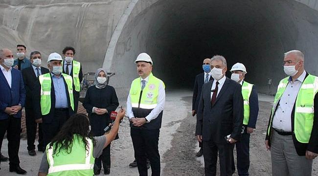 Ulaştırma Bakanı Karaman-Ulukışla Hızlı Tren Projesini İnceledi