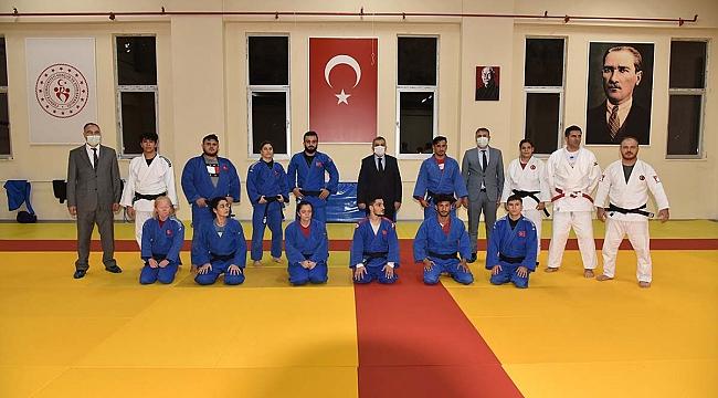 Vali Işık'tan Paralimpik Judo Milli Takımını Ziyaret Etti