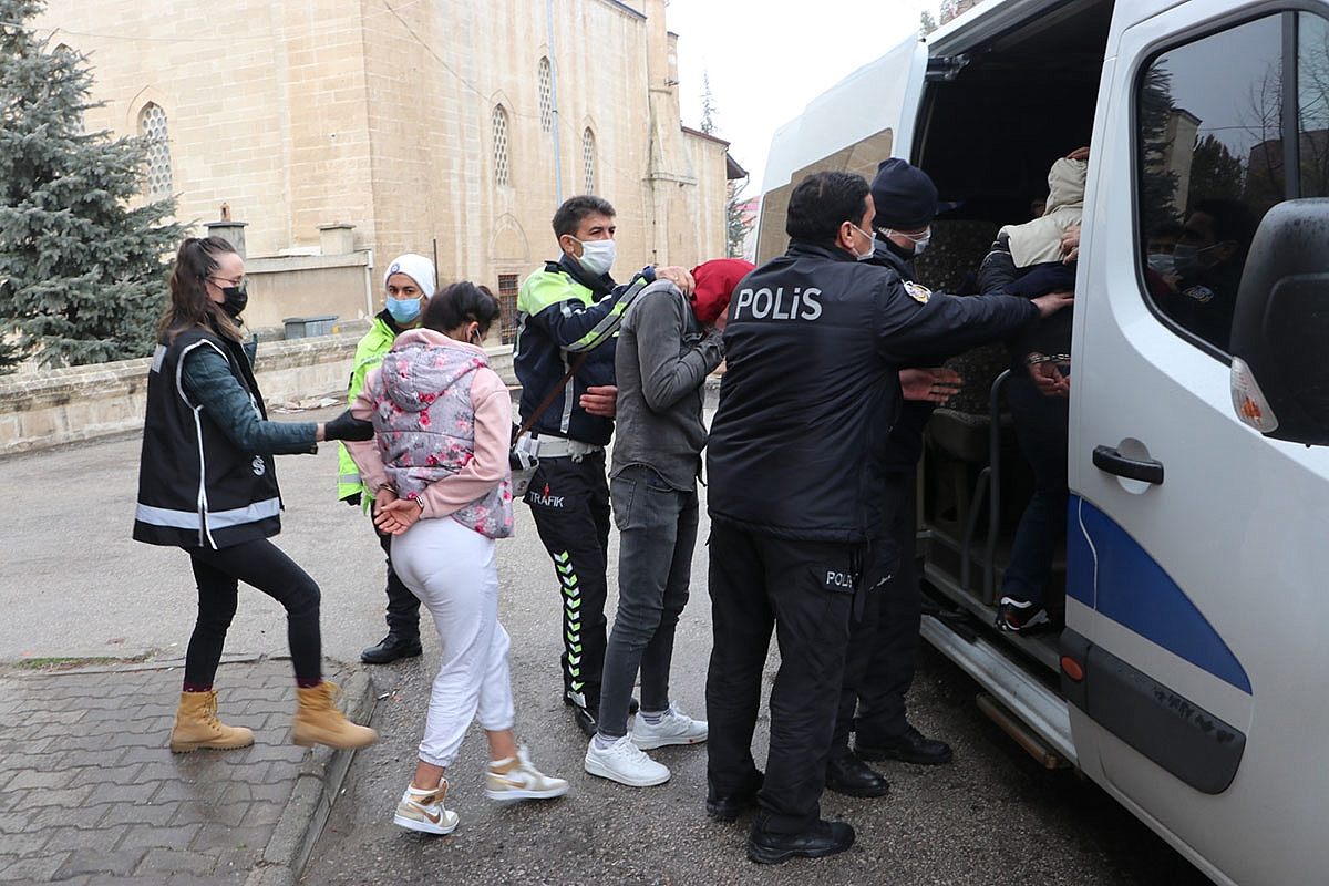 Karaman'da 550 Polisle Şafak Vakti Büyük Operasyon: 41 Gözaltı