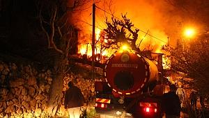 Ermenek İlçesinde Büyük Yangın, 5 Ev Kül Oldu