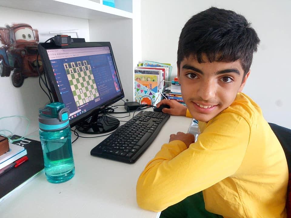 Okul Sporları Online Satranç Turnuvasında Karamanlı İki Sporcu Final Hakkı Kazandı