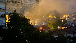 Ermenek İlçesinde Çıkan Yangında İki Ev Hasar Gördü